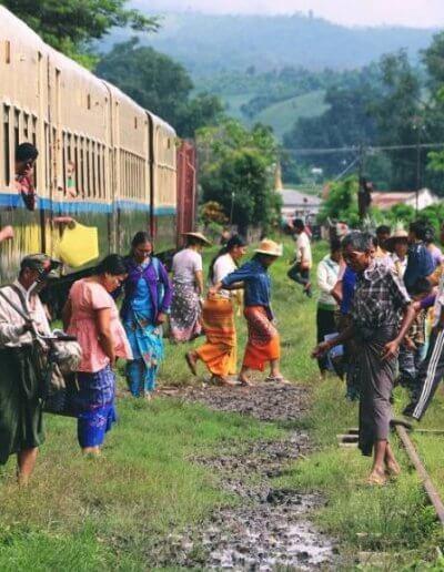 Privát utazás Burma vonat